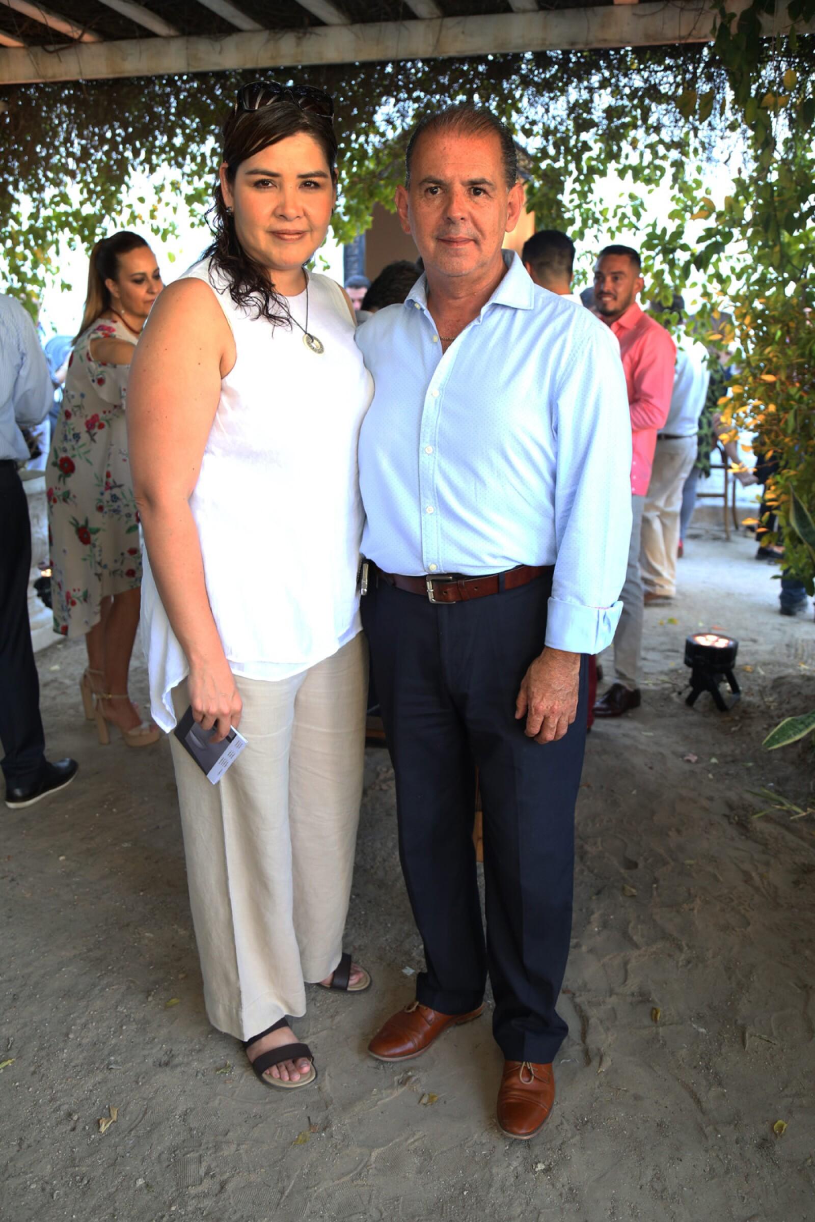 Alejandra y Héctor Carranza.jpg