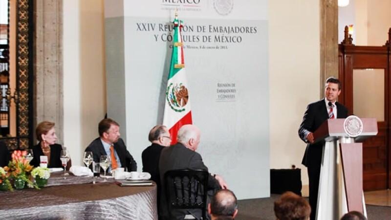 Peña Nieto embajadores y cónsules