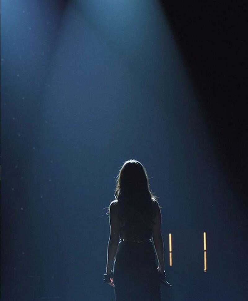 La cantante no dejó que comentarios negativos opacaran su performance en la pasarela más esperada del año.