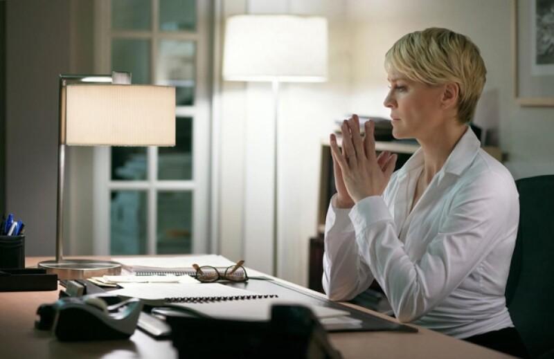 Corporate look: Tomadora de decisiones nata, Claire hace que las cosas pasen desde este escritorio.