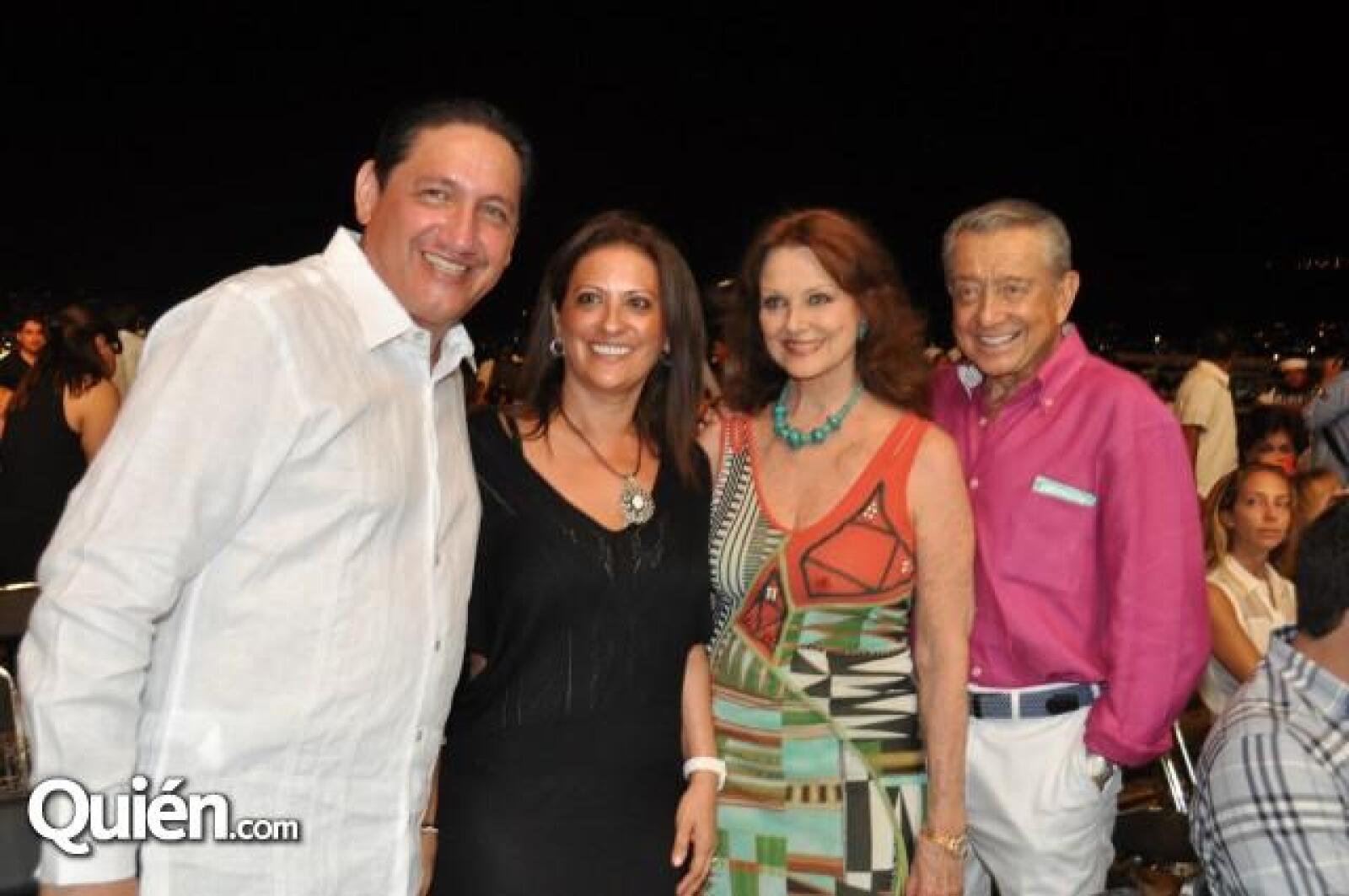Alejandro Montano y María Eugenia de Montano con Miguel Alemán y Christiane Magnani.