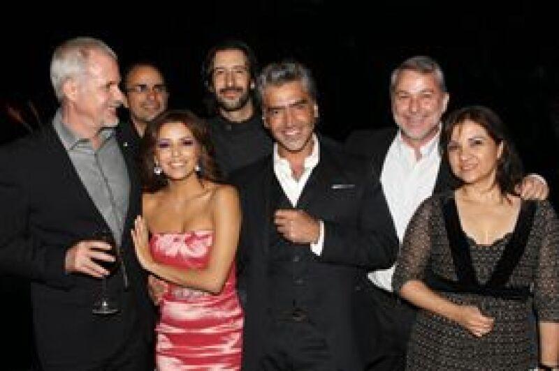 Diversas personalidades del cine y la política asistieron a una cena que el cantante mexicano ofreció para celebrar el cumpleaños de su amiga, quien por vez primera visita Guadalajara.