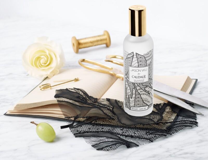 El diseñador se unió a Caudalie para crear una edición especial: Beauty Elixir, un producto que tiene más de una sorpresa.