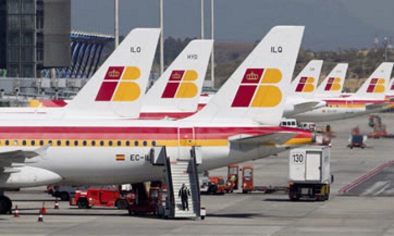 Los pilotos protestan reclaman sus condiciones laborales ante la creación de la filial Iberia Express. (Foto: AP)