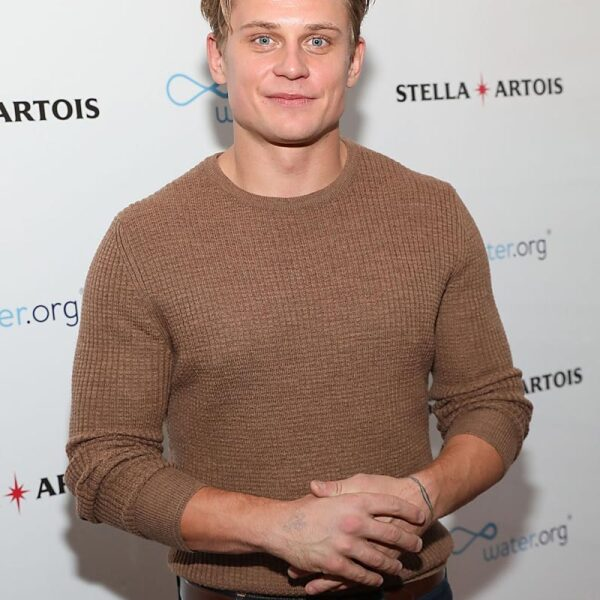 Billy-Magnussen-Aladdin