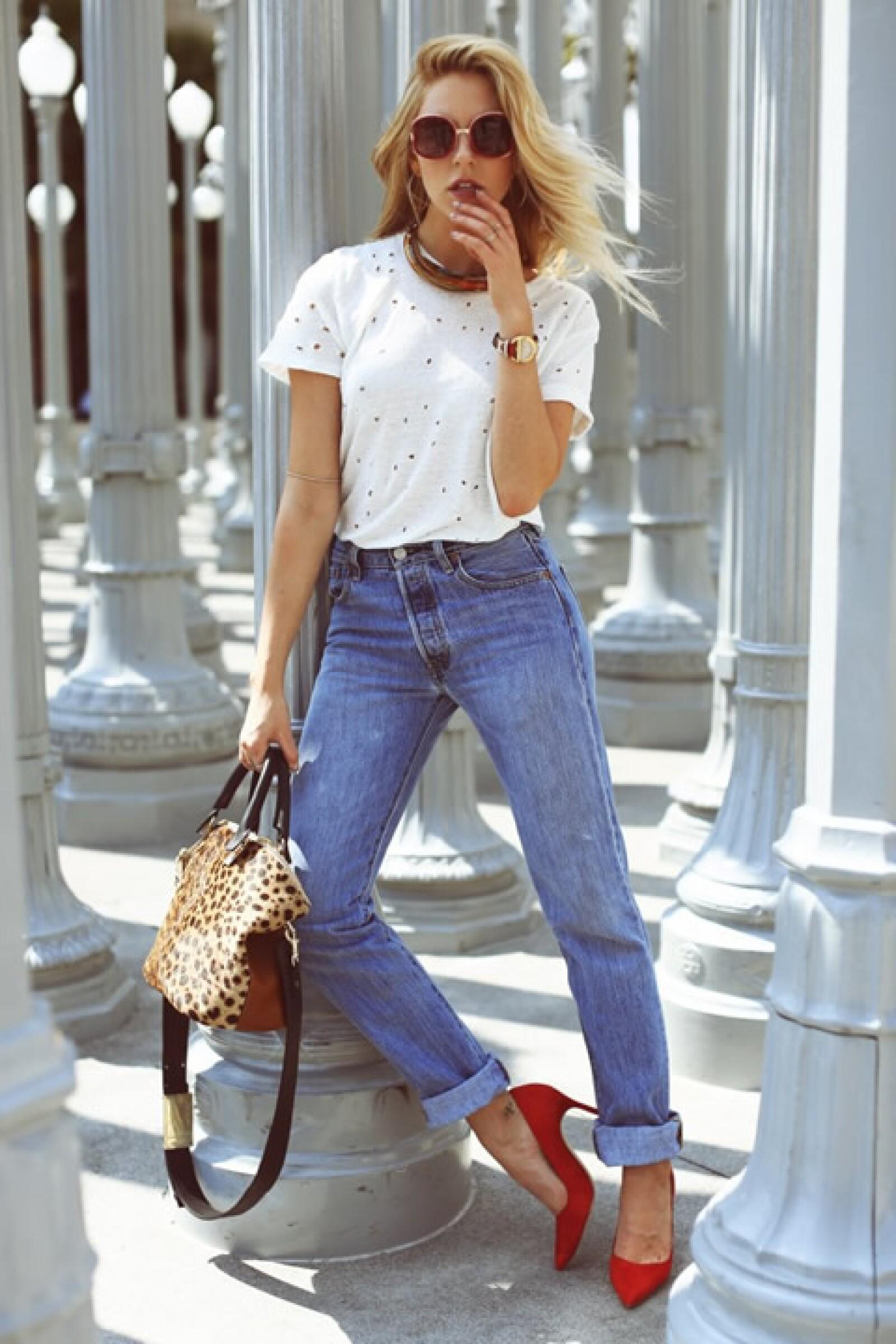 Shea Marie de Peace Love Shea nos enseña a llevar pumps rojos sin miedo al fracaso.