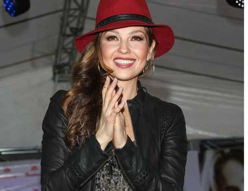 La cantante se vio obligada a romper el contrato con Genomma Lab International a causa de su segundo embarazo, el cual le impidió ser su imagen por dos años.