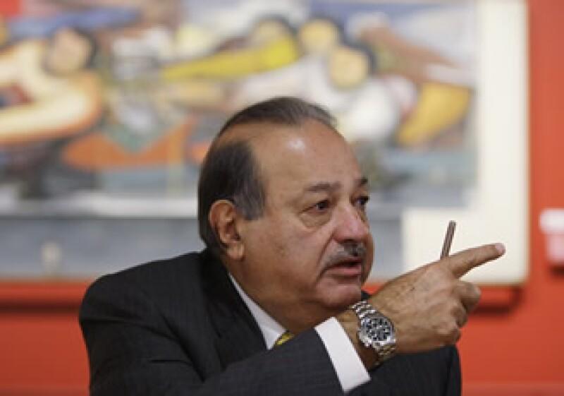 Los jóvenes podrán estudiar desde una biblioteca, en su casa, donde haya alta velocidad de banda ancha: Carlos Slim. (Foto: AP)