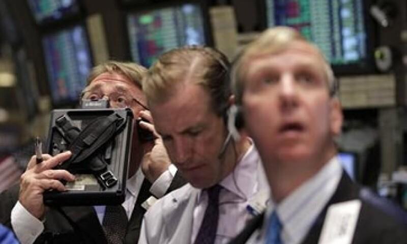 Los inversores se concentran en el 2012, donde continuará la crisis europea y la desaceleración en Asia. (Foto: Reuters)