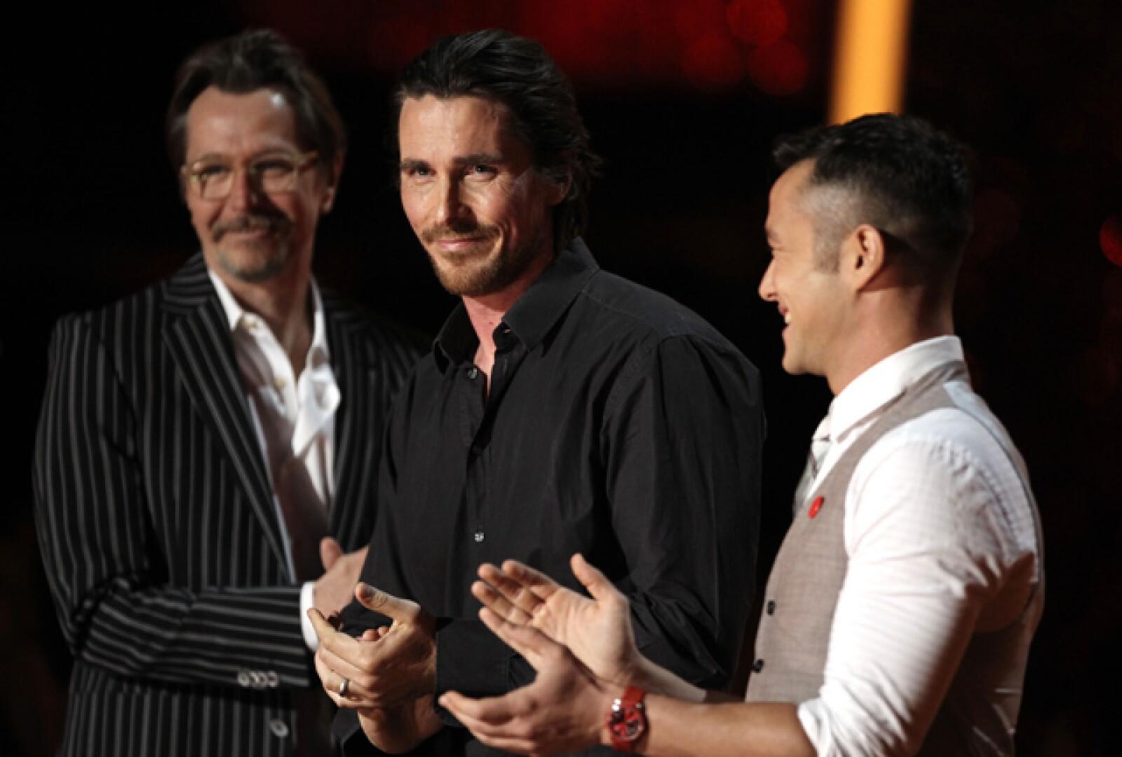 Gary Oldman, Christian Bale y Joseph Gordon-Levitt promovieron la esperada nueva cinta de Batman.