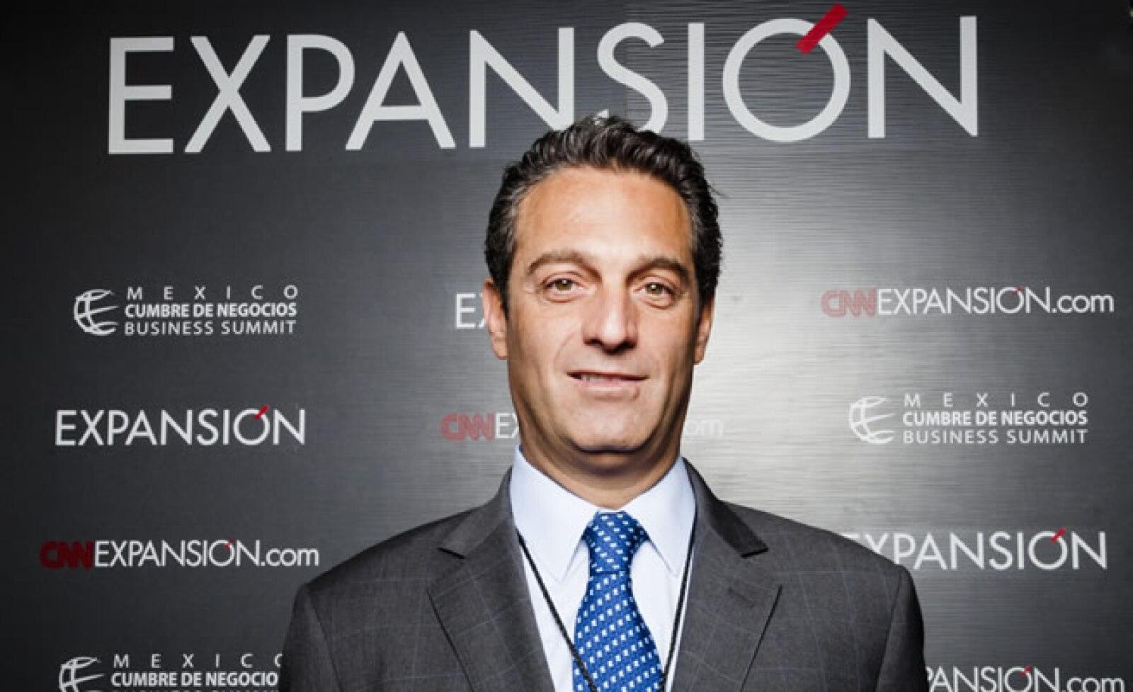 El ejecutivo señaló que México requiere de una política de servicio público y una de servicio privado en telecomunicaciones para promover el acceso a la información.