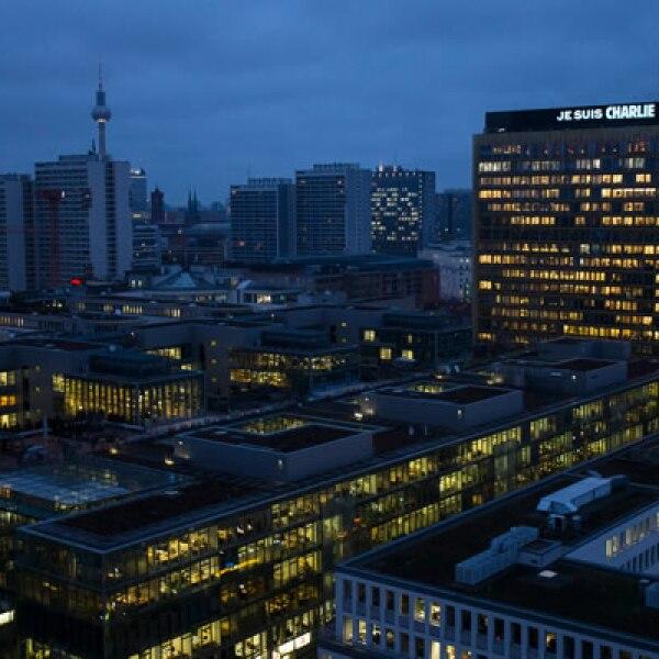 Colocó la frase Jesus Charlie en el letrero digital que hay en su sede en Berlín.