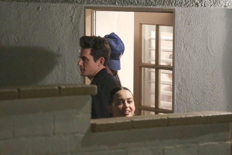 Un paparazzi sorprendió a los cantantes volviendo de una cita en Beverly Hills.