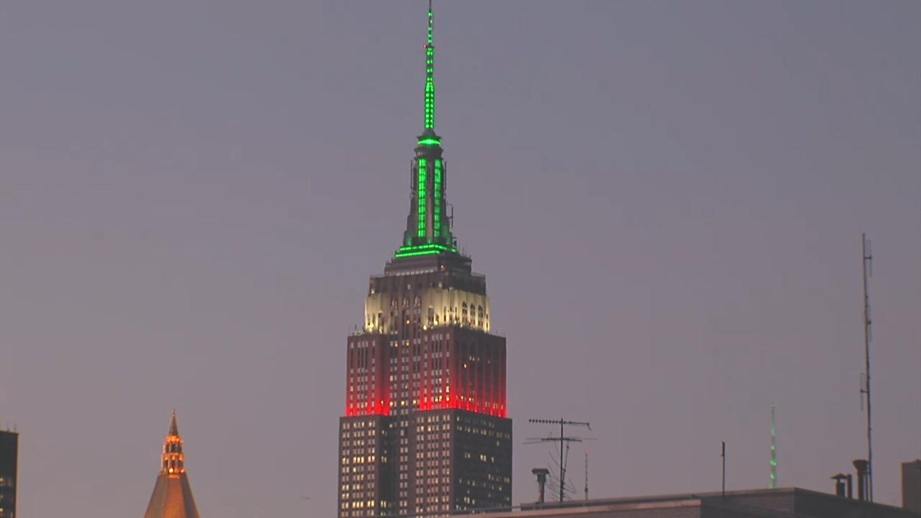 Casa Dragones x Empire State Building Mexican Flag lighting.jpg
