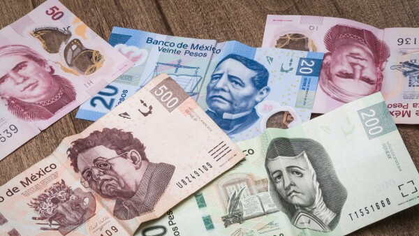20, 50, 200 and 500 mexican pesos bills.