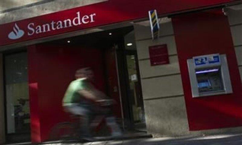 El banco anunció que colocará hasta el 6.22% de sus acciones en México y 18.67% en EU.  (Foto: Reuters)