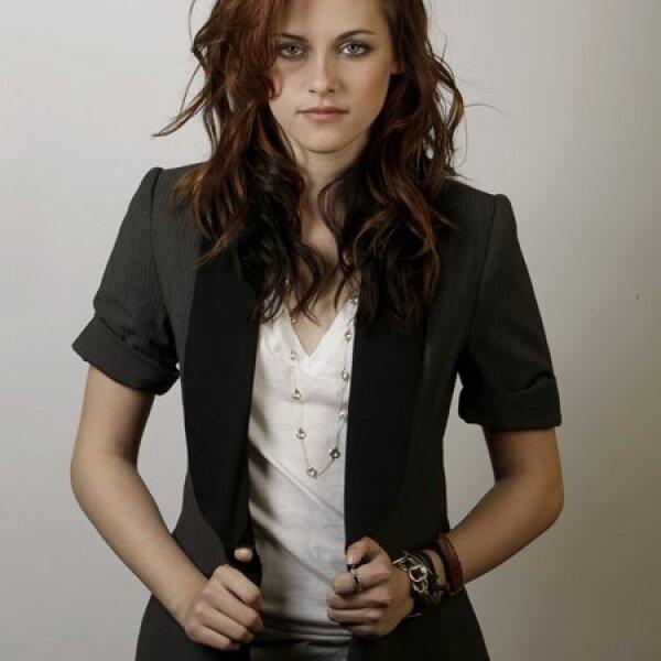 En 1997, interpretó a la adolescente Lucy Hardwicke en In the Land of Women, con Adam Brody, de The O.C. y Meg Ryan.