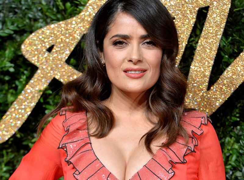 ¡Salma como nunca la habíamos visto! Con esta foto makeup free nos sorprendió la actriz mexicana a través de Instagram.