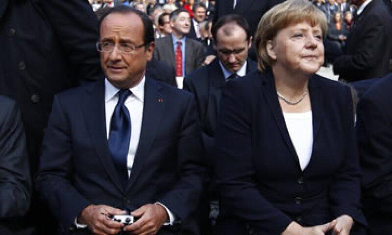 François Hollande y Angela Merkel participaron en la conmemoración de las relaciones franco-alemanas. (Foto: Reuters)