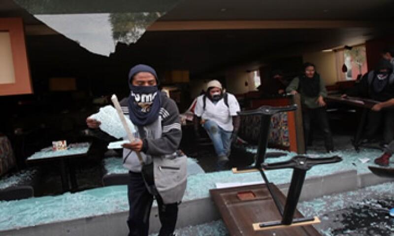 La Canacope indica que las agresiones contra negocios, comercios y monumentos históricos no tienen justificación. (Foto: Reuters)