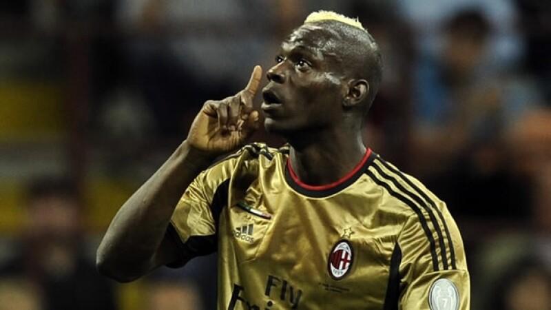 Mario Balotelli recibe insultos racistas