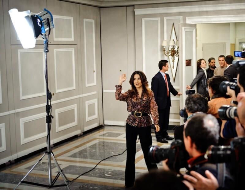 Antonio, en compañía de Salma Hayek, promovió la cinta de El Gato Con Botas en Madrid. Alabaron los frutos de los esfuerzos de los latinos.