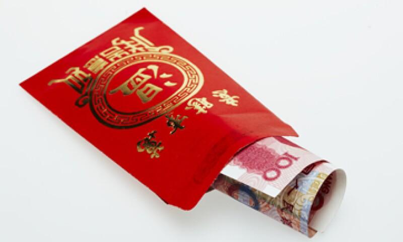 El yuan, también conocido como renminbi, tocó un máximo contra el dólar este viernes. (Foto: Getty Images)