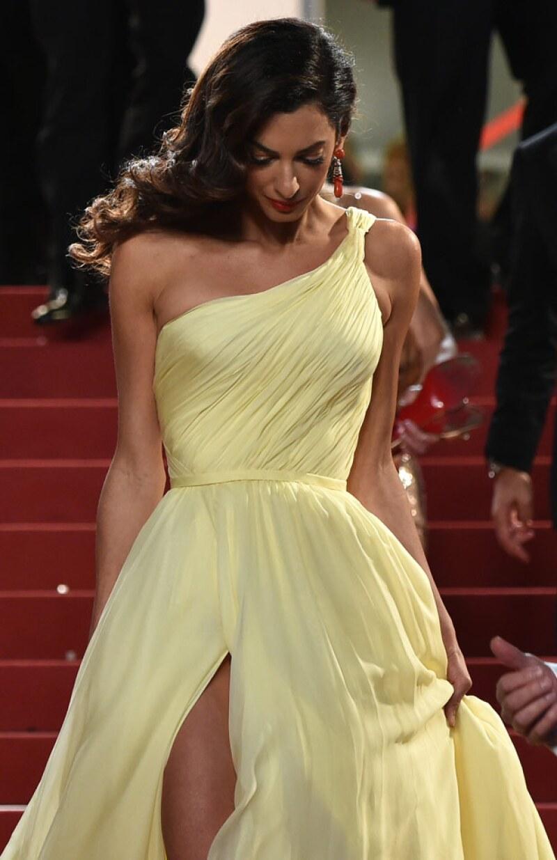 El vestido de Amal logró robar miradas en Cannes.