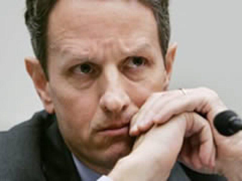 Timothy Geithner tendrá la responsabilidad de asignar los 350,000 mdd restantes del rescate financiero. (Foto: Archivo)