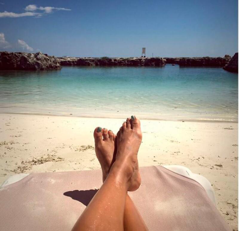 Eva Longoria descansando en el Caribe mexicano.