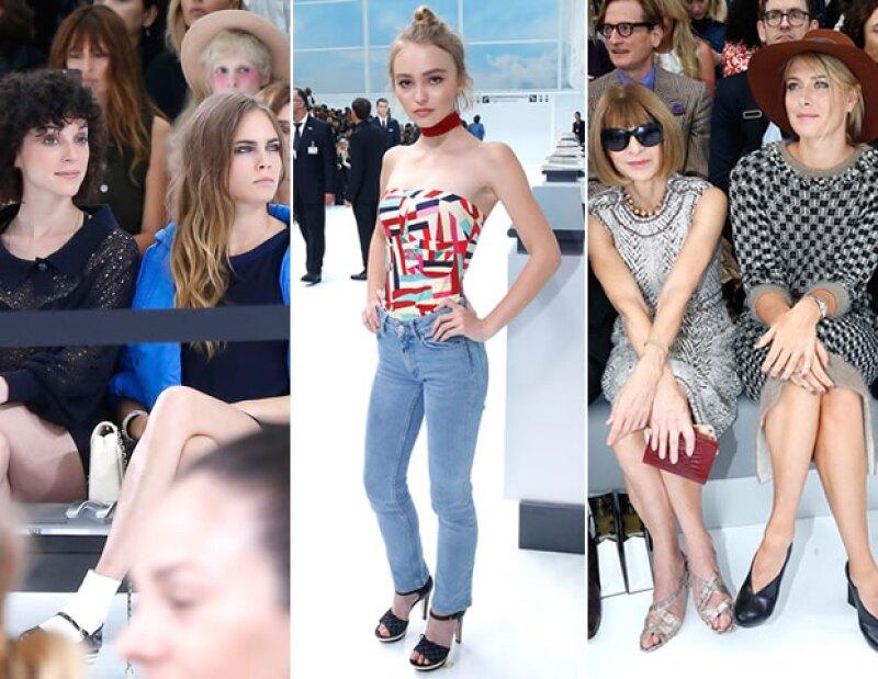 Cara Delevingne junto con su novia St. Vincent, Lily Rose Depp, Anna Wintour y Maria Sharapova en el front row.