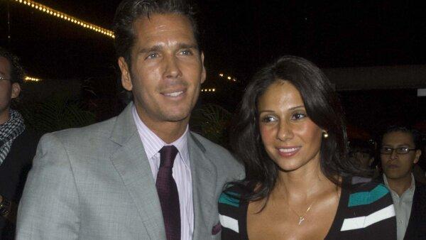 Roberto Palazuelos y su esposa