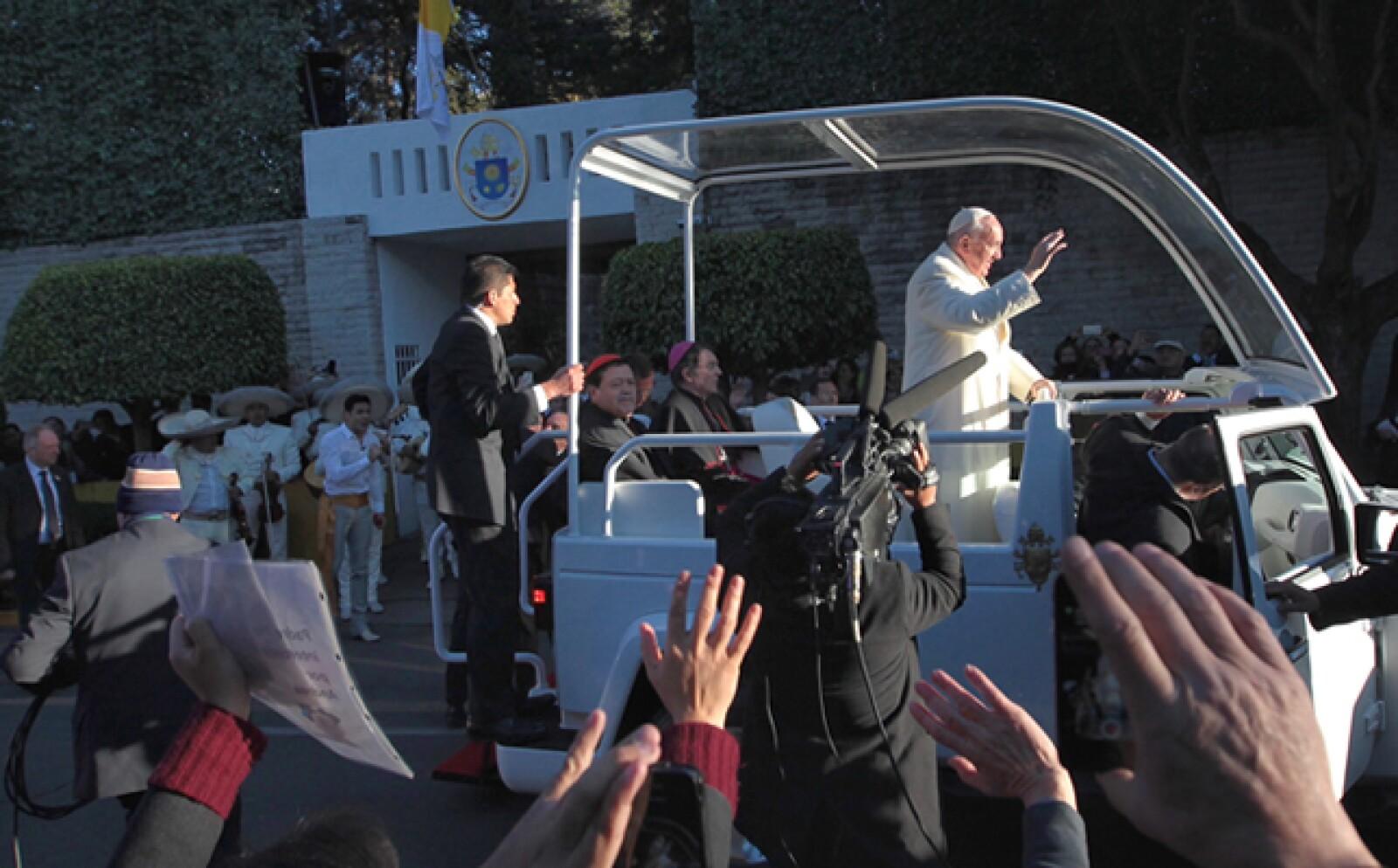 Francisco hizo su último recorrido en las calles de la CDMX desde la Nunciatura Apostólica al aeropuerto.