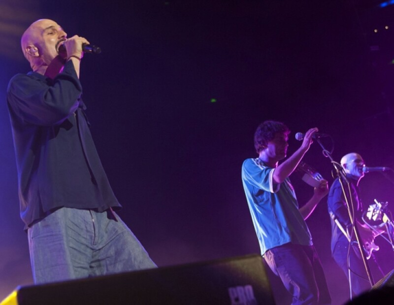 La banda británica tocó anoche en la Arena Ciudad de México y dejó un grato sabor de boca a sus fans a pesar del retraso para iniciar el concierto.