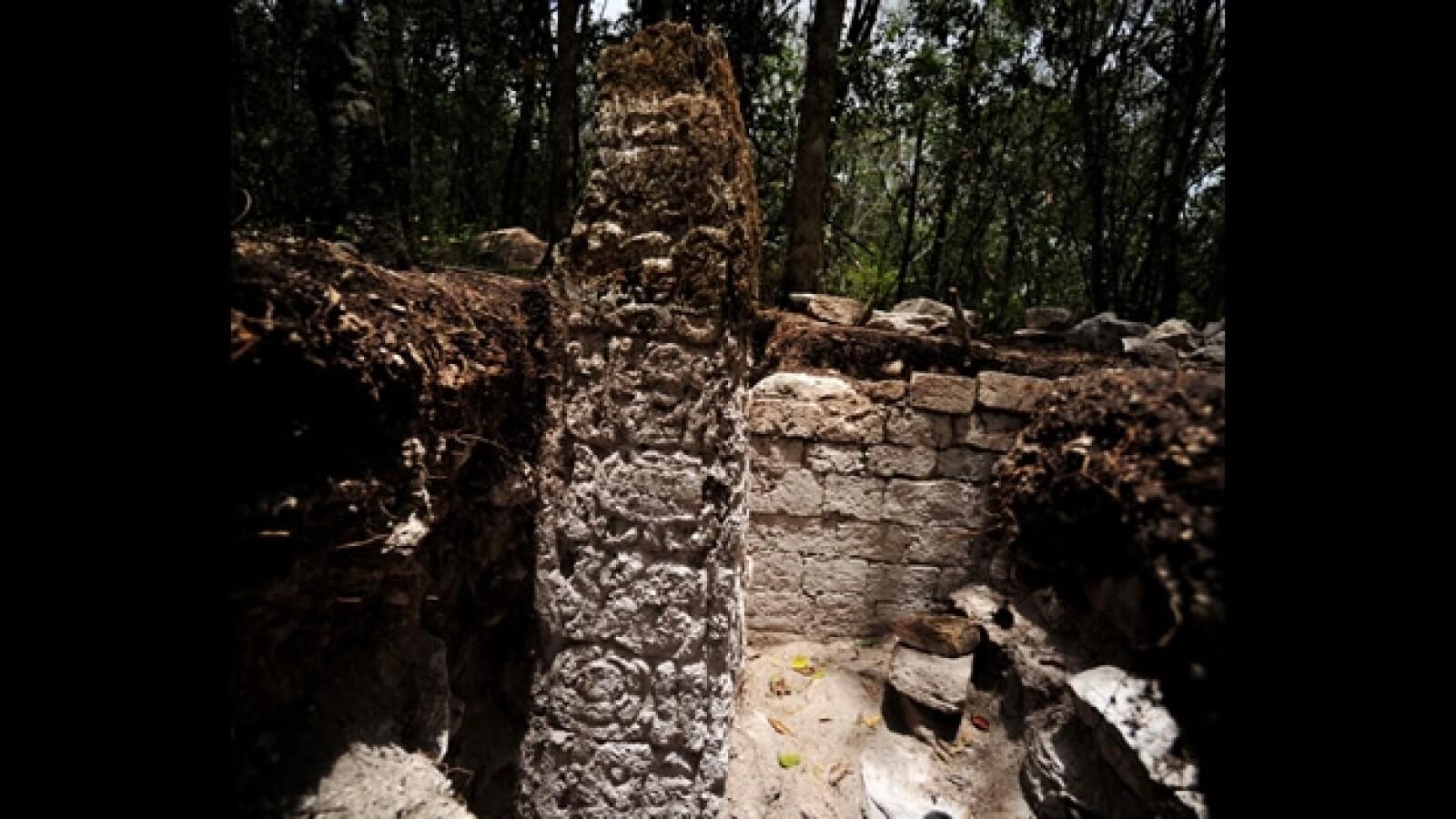 estela hallada en la ciudad de chactun