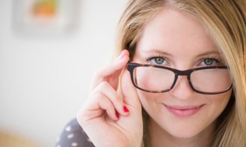 Los lentes de armazón son la opción preferida por 94% de los mexicanos con algún problema óptico.(Foto: Getty Images)