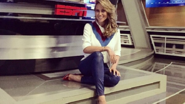 """El reconocido periodista hizo un """"examen"""" a la presentadora de deportes en su ingreso a ESPN, del que salió bien librada."""