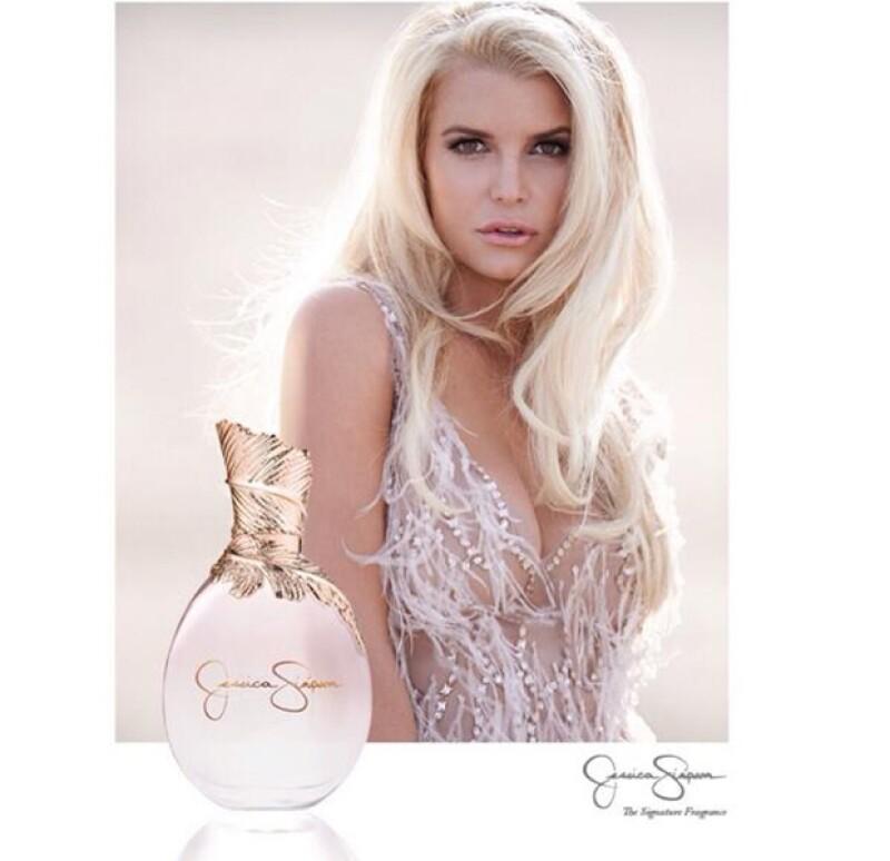 A una semana de casarse con su prometido Eric Johnson la rubia de 33 años deslumbró con la imagen publicitaria del perfume que lleva su nombre.