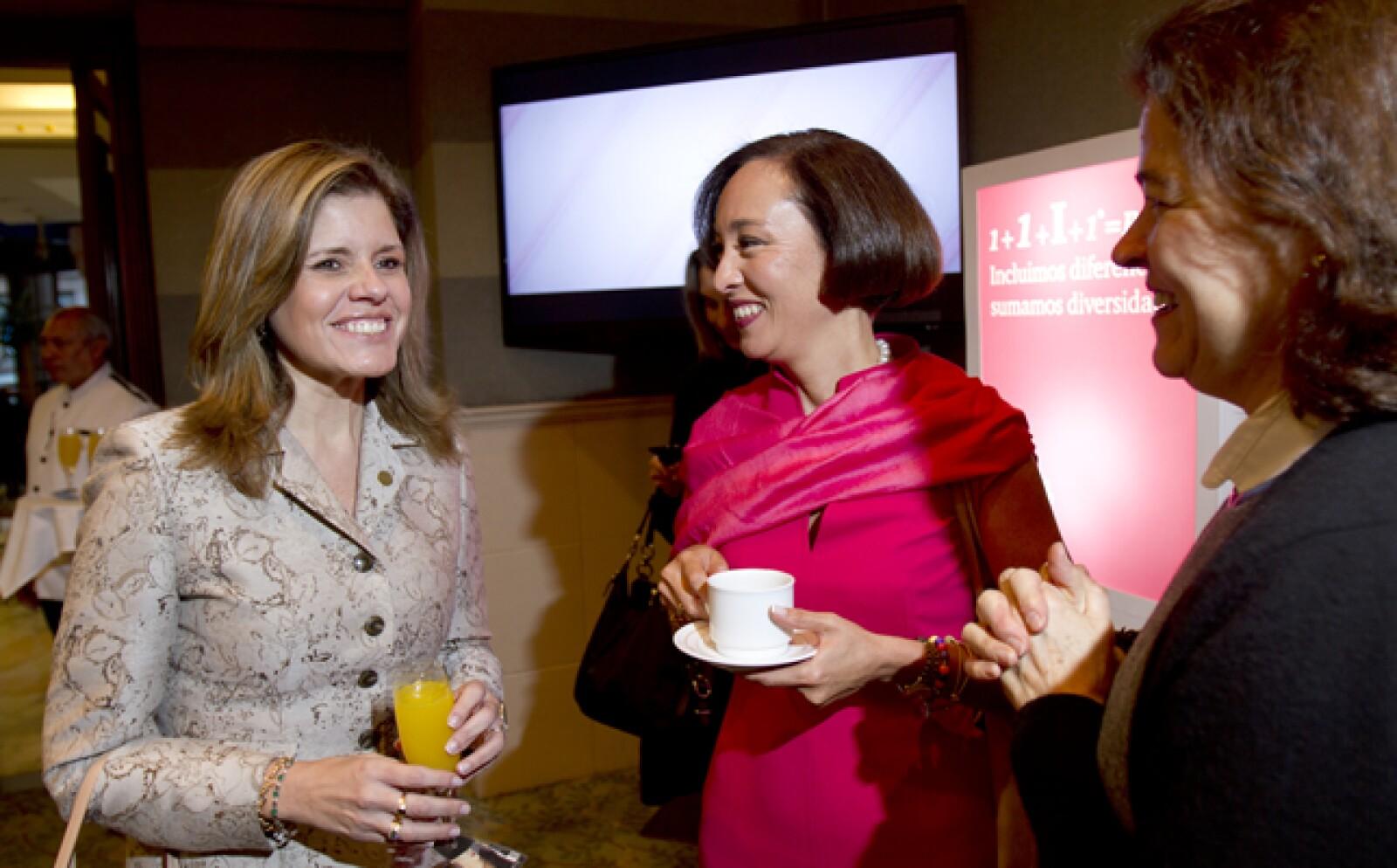 Antes de iniciar el evento las invitadas pudieron compartir experiencias con café en mano.