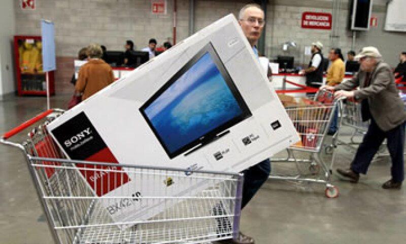 El 20.2% de los consumidores encuestados por Profeco asegura que pagó sus compras con tarjeta durante el Buen Fin. (Foto: Notimex)
