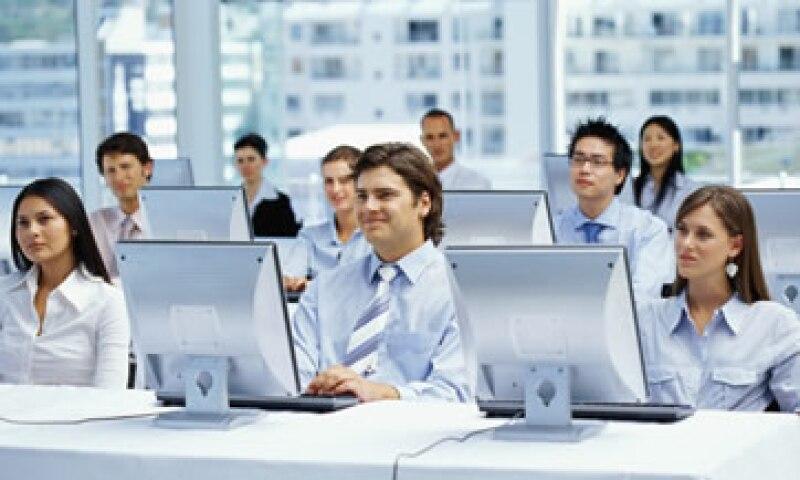 Las empresas valoran a los empleados que se preocupan por su propia capacitación, en lugar de adjudicársela al patrón. (Foto: Thinkstock)