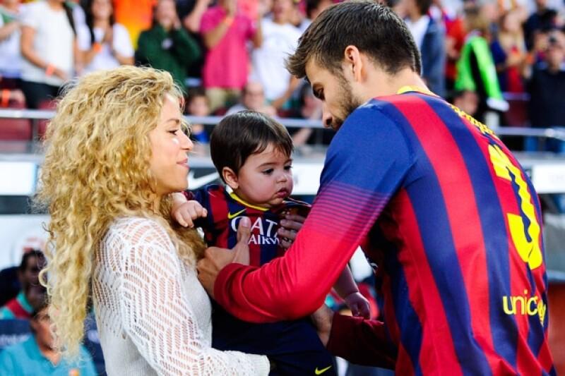 Shakira, Milan y Piqué durante uno de los partidos del Club Barcelona.