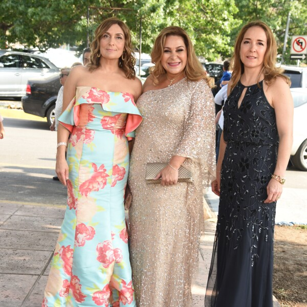 Omega Kuri de Melhem, Gladys Pe§a de Vallarta y Carolina Drexel de PÇrez.jpg