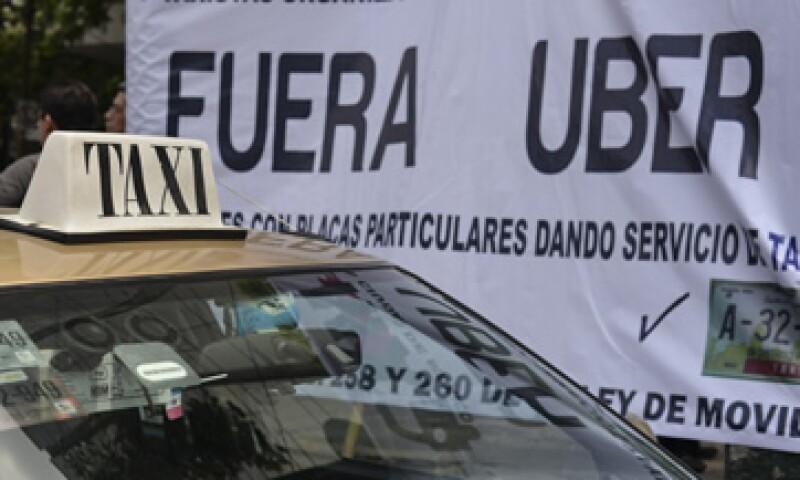 Taxistas del DF y del Estado de México rechazan la operación de empresas como Uber. (Foto: Cuartoscuro )