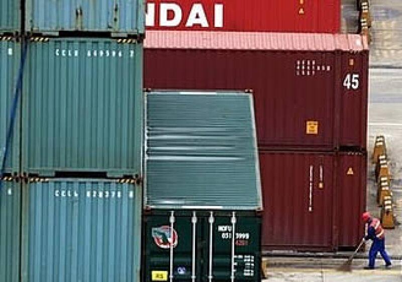 Las exportaciones chinas cayeron 21.4%, cerca de la estimación de los analistas. (Foto: AP)