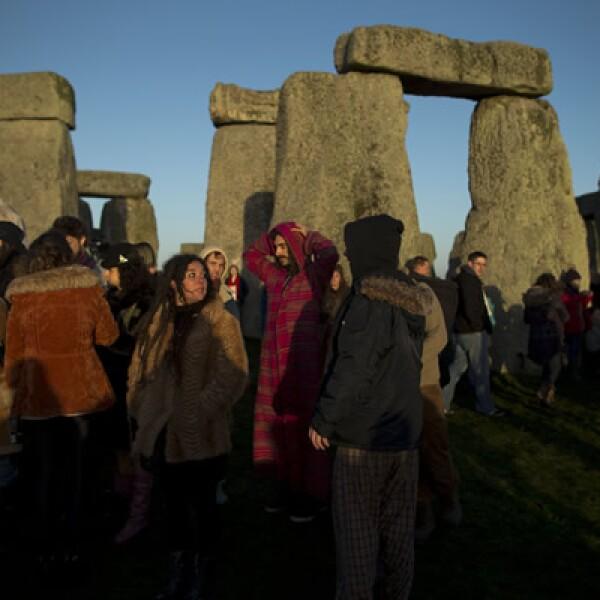 Cientos de personas se reunieron en una gran fiesta que se realizó en Stonehenge, Gran Bretaña.