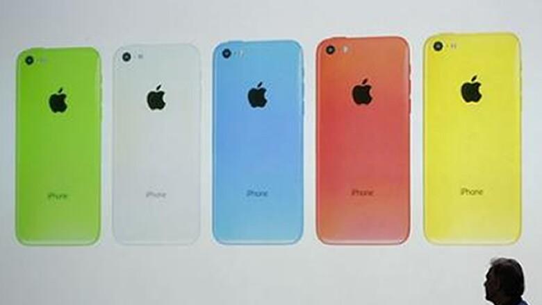 Apple lanzó el iPhone 5C, un modelo de gama baja que venderá en colores verde, blanco, azul, rojo y amarillo desde 99 dólares.
