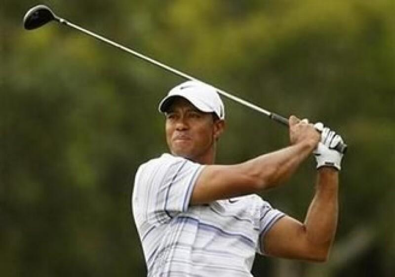 Tiger Woods anunció que abandonaría indefinidamente las canchas luego de conocerse sus problemas maritales. (Foto: Reuters)