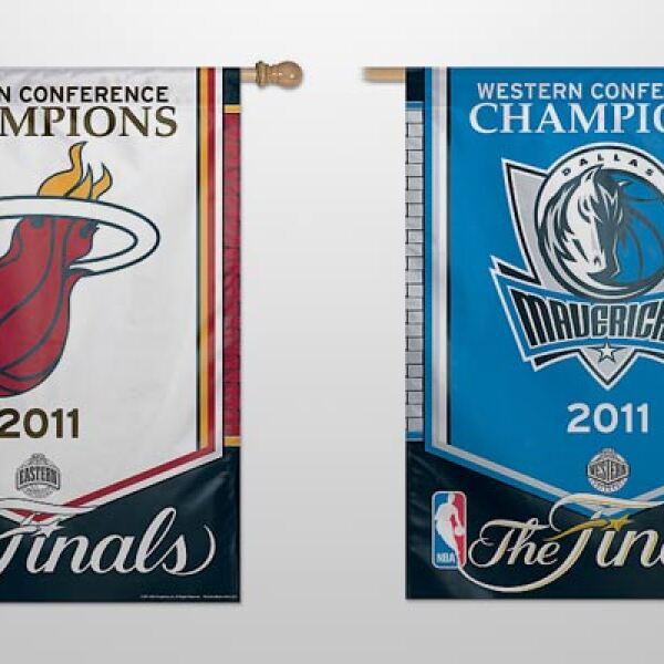 Los estandartes de los dos equipos, como campeones de sus respectivas conferencias. Tienen un costo de 34.99 dólares