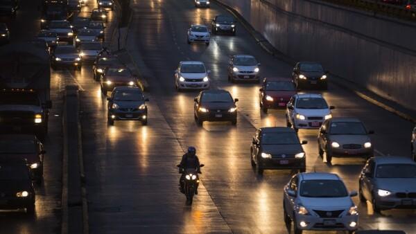 En horas pico, el tránsito por las principales avenidas de la CDMX aumenta.